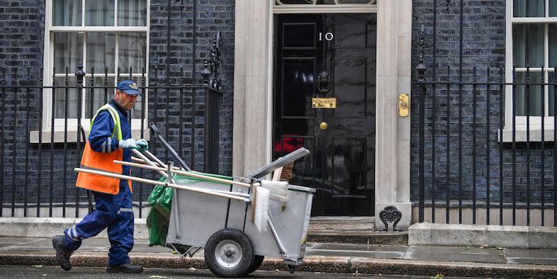 Brexit: May si dimetterà da premier dopo fiducia a successore