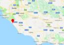 I corpi di due persone sono stati trovati all'interno di un'auto bruciata a Torvaianica, a sud di Roma