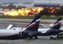 L'aereo in cui morirono 41 persone a Mosca il 6 maggio era stato colpito da un fulmine prima dell'incidente, dicono le indagini preliminari