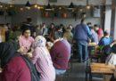 La polizia iraniana ha chiuso 547 ristoranti e bar di Teheran perché contrari ai «principi islamici»