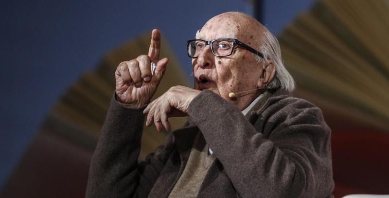 Lo scrittore Andrea Camilleri è ricoverato a Roma per un arresto cardiaco