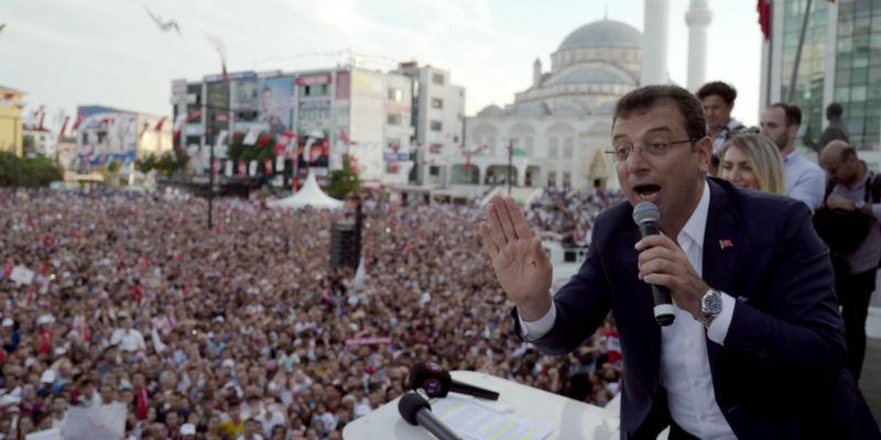 Istanbul, dura sconfitta per Erdogan: vince l'opposizione di Imamoglu