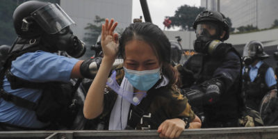 Hong Kong proteste: scontri tra manifestanti e polizia