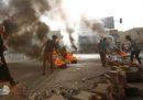 L'esercito del Sudan sta attaccando il sit-in di protesta contro il governo a Khartum