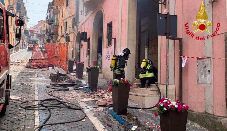 C'è stata un'esplosione nel palazzo del comune di Rocca di Papa, vicino a Roma