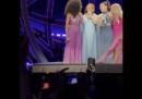 Il video di Geri Halliwell che si scusa per aver lasciato le Spice Girls nel 1998