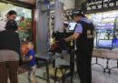 In Cina la polizia installa un'app sui telefoni dei turisti per spiarli