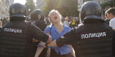 Il dissidente Navalny trasferito dal carcere in ospedale per un'allergia