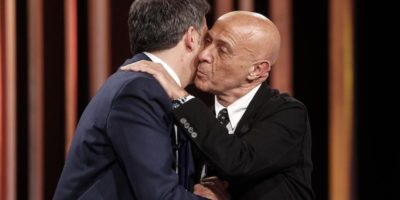 """Renzi dice che il PD sbagliò a definire i migranti una """"minaccia"""""""