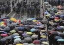 Le proteste a Hong Kong continuano