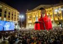 """Le cinquemila persone in piazza a Milano per """"La casa di carta"""", viste dall'alto"""