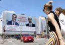 Il cartellone sulle adozioni a distanza con Salvini e Di Maio, a Milano