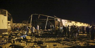 Un centro per migranti a Tripoli è stato bombardato
