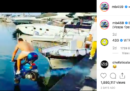 Mario Balotelli è stato denunciato per aver pagato un amico per tuffarsi in mare su uno scooter da un molo a Napoli