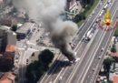 L'incendio di due camion sulla A14 a Bologna