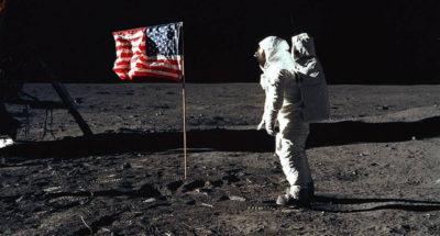 La prima bandiera sulla Luna