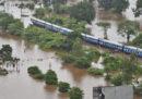 Vicino a Mumbai, in India, sono stati soccorsi più di mille passeggeri di un treno, che da ieri erano bloccati a causa di un'alluvione