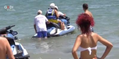 Il video del figlio di Salvini su una moto d'acqua della Polizia
