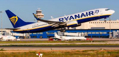 Ryanair potrebbe tagliare più di 900 posti di lavoro, ha detto il suo amministratore delegato