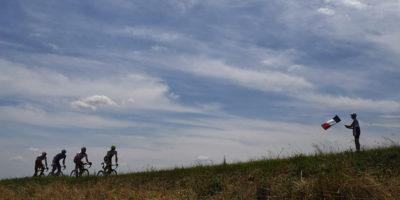 Il Tour de France e chi lo guarda passare
