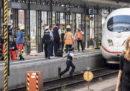 Un bambino di 8 anni è morto a Francoforte per essere stato spinto sui binari del treno