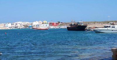 Lampedusa, in 48 sbarcano e raccontano dei compagni morti nel viaggio