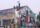 A Bologna è in corso lo sgombero del centro sociale Xm24