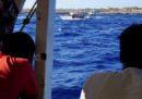 Altri migranti della Open Arms si sono tuffati in mare e sono stati poi riportati a bordo