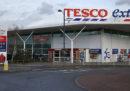 Tesco, la più grande catena di supermercati nel Regno Unito, taglierà 4.500 posti di lavoro