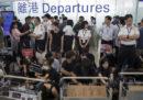 I voli in partenza dall'aeroporto di Hong Kong sono stati sospesi nuovamente a causa delle proteste