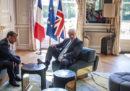 Boris Johnson si è messo molto comodo all'Eliseo (ma solo per un attimo)