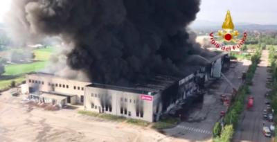 C'è stato un incendio in un grande capannone industriale a Faenza, non ci sono feriti