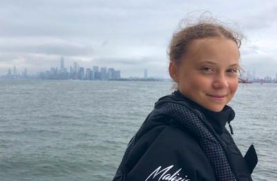 Greta Thunberg è arrivata a New York dopo un viaggio in barca a vela dal Regno Unito