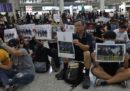 È iniziata una manifestazione non autorizzata all'aeroporto di Hong Kong