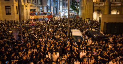 Sciopero generale a Hong Kong, la premier promette il pugno duro