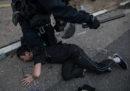 La polizia di Hong Kong ha arrestato 29 persone dopo gli scontri di sabato