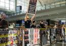 Anche oggi è in corso una manifestazione all'aeroporto di Hong Kong, ma i voli sono ripresi