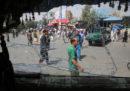 Almeno 14 persone sono morte e decine sono rimaste ferite in un attentato suicida a Kabul, in Afghanistan