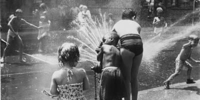 Gli idranti aperti a New York quando fa caldo