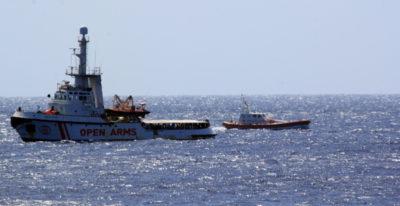Ci sono ancora 463 migranti su Open Arms e Ocean Viking