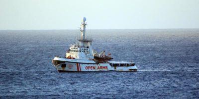 13 migranti sono scesi dalla nave Open Arms