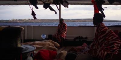 La nave Open Arms è davanti a Lampedusa