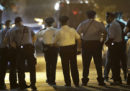 A Philadelphia un uomo ha ferito sei agenti di polizia in una sparatoria prima di essere arrestato
