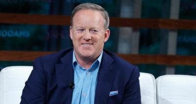 """L'ex portavoce della Casa Bianca Sean Spicer parteciperà all'edizione americana di """"Ballando con le stelle"""""""
