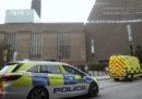 Un ragazzo di 17 anni è stato arrestato con l'accusa di aver spinto un bambino da un balcone della Tate Modern di Londra