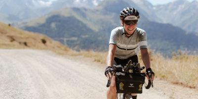 La donna che ha vinto una durissima gara mista di ciclismo
