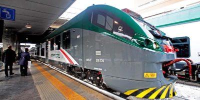 Dal primo ottobre non si venderanno più biglietti e abbonamenti solo ferroviari per viaggiare tra Milano e Monza