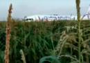 Un aereo russo ha fatto un atterraggio di emergenza in un campo vicino a Mosca, 23 persone sono state ferite