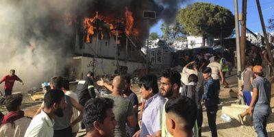 Migranti appiccano fuoco a Lesbos, morti