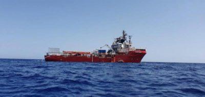 I 182 migranti a bordo della nave Ocean Viking sbarcheranno a Messina